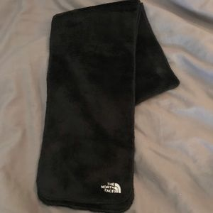 Accessories - The North face black scarf!